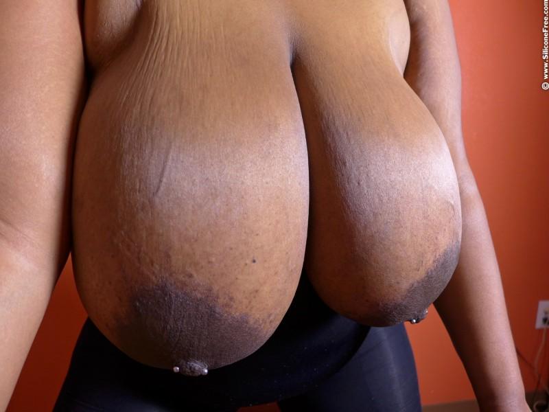Огромные груди секси негритянки
