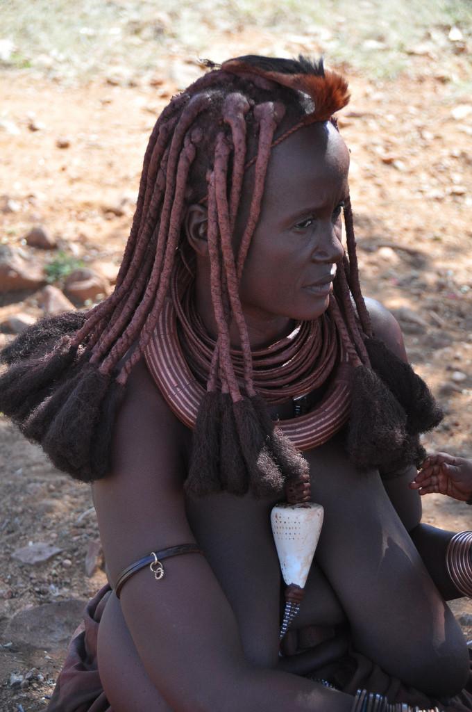 Реальная африканка с большой обвисшей грудью из Намибии